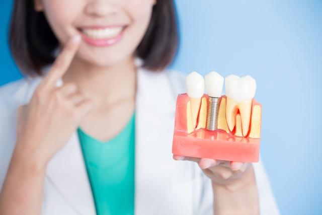 Difference Between Endosteal & Subperiosteal Implants - Savina dental clinics malta and gozo